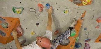 Boulderer kletterwand