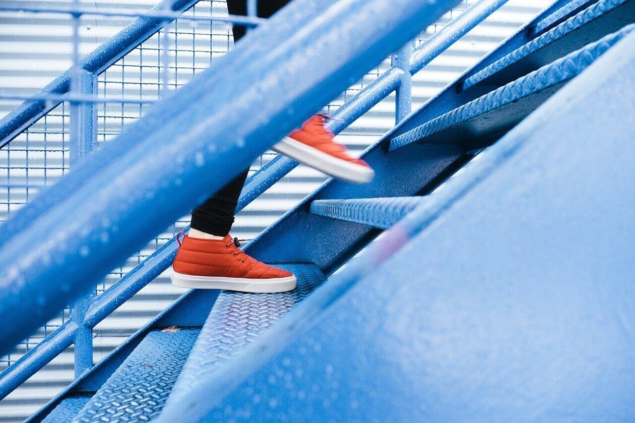 Treppensteigen Sportschuhe