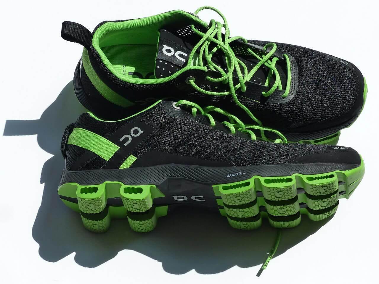 Grüne Sportschuhe